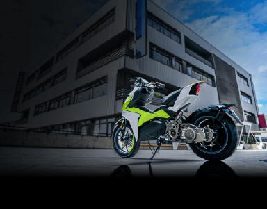 绿白两色的电动摩托车上采用的碳纤维驱动皮带系统